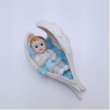 Figurina bebelus baietel in aripi