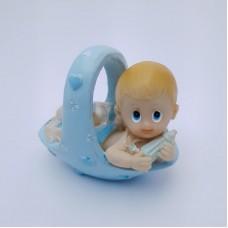 Figurina bebelus baietel in cosulet