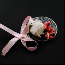 Flori de pus in piept roz